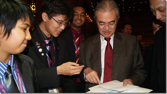 Presenting the Voices of the One Young World 'Our Future Says' Report to Tun Abdullah