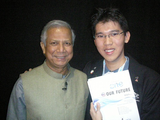 Muhd Yunus grabs a copy of One Young World 'Our Future Says' Report