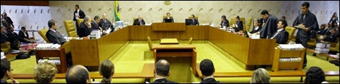 H6  BSB DF STF/HOMOAFETIVIDADE - POLITICA- Plenário do STF julga reconhecimento de união homoafetiva  entre  pessoas do esmo sexo,  na sede do STF, em Brasília.  04/05/2011. FOTO: DIDA SAMPAIO/AE