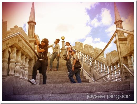 rhecel, jaysee, jennifer and irish on the staircase