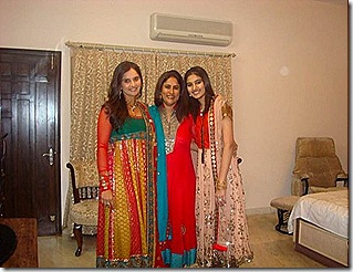 sania-mirza-and-relative-in-bedroom-photos