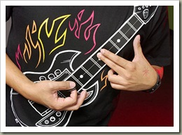 rock_guitar_shirt_closeup