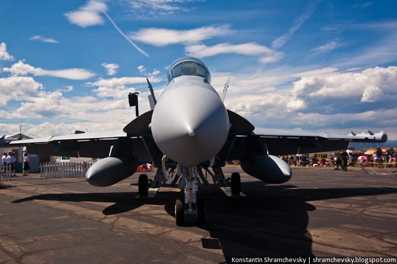 McDonnell Douglas F/A-18 Hornet US Air Force supersonic, all-weather carrier-capable multirole fighter jet МакДоннелл Дуглас Ф-18 Хорнет ВВС США сверхзвуковой всепогодный истребитель