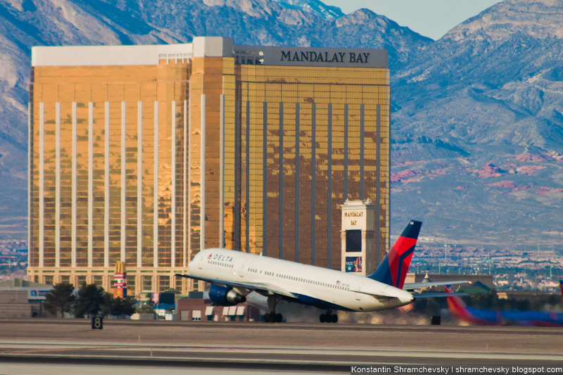 USA Nevada Las Vegas McCarran International Airport Mandalay Bay Delta Airlines Boeing 757 США Невада Лас Вегас Международный Аэропорт МакКарран Мандалай Бей Дельта Боинг 757
