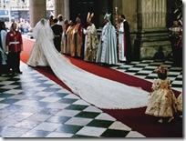 princess-diana-wedding-gown-back