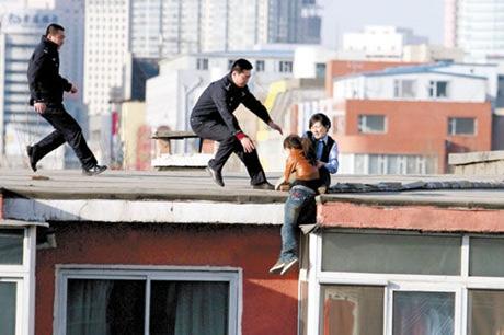 Changchun policewoman Wang Yuhui Rescuing Zuo Xiaodan photo 3