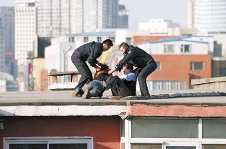 Changchun policewoman Wang Yuhui Rescuing Zuo Xiaodan photo 4