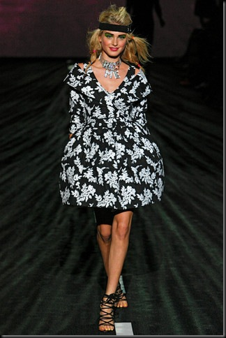 BETSEY-JOHNSON-SPRING-RTW-2011-PODIUM-012_runway