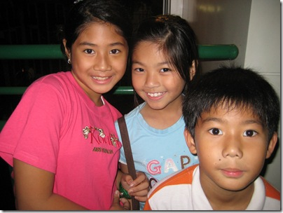 2008-11-2  Jakarta hosts and kids 051
