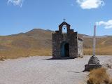Au col, une chapelle