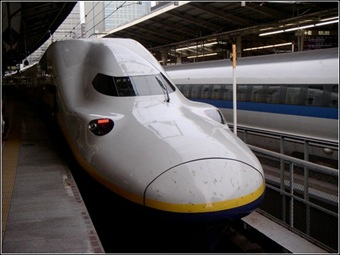 E5-shinkansen-2