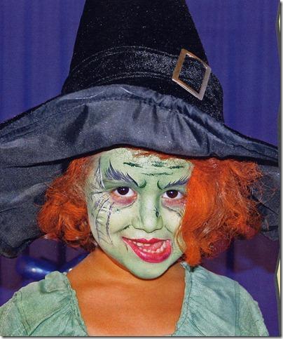 Como se hace un maquillaje de bruja verde para ni a for Como pintarse de bruja guapa
