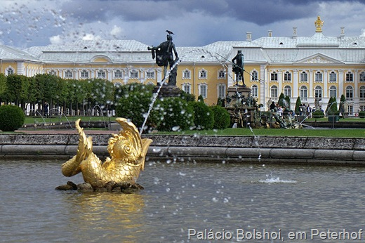 800px-Petershof_Bolshoy_Palace_2005