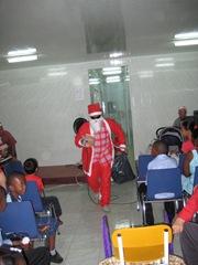 broeder Wirjo als kerstman
