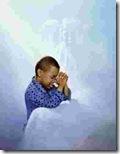 niños rezando (13)