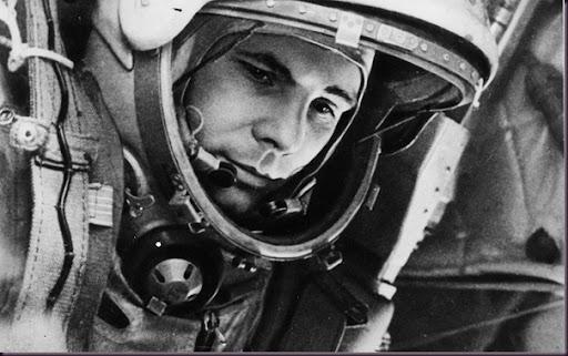 Los  gigantescos éxitos de la Unión Soviética - Página 5 First-man-in-space-wallpaper-2560x1600_thumb