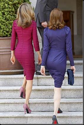 MD104 MADRID, 27/04/09.- Carla Bruni (d), esposa del presidente de Francia, Nicolás Sarkozy, y la princesa de Asturias, momentos antes de asistir en el Palacio de la Zarzuela al almuerzo ofrecido en honor de los visitantes, dentro de los actos de la primera visita oficial del mandatario francés a España. EFE/Chema Moya ESPAÑA-FRANCIA