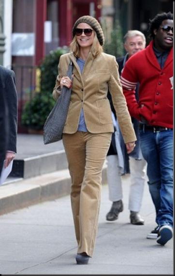 Heidi Klum wears pair groovy flares platfom ou3TAxPdfDjl