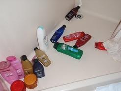 Chuveiro duma mulher... vá, façam um esforço e contem os frascos!