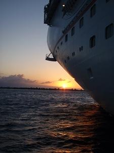 Nascer do Sol sobre Half Moon Cay, no primeiro tender a caminho da ilha