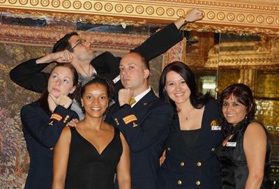 Jantar formal a bordo. Da esquerda para a direita temos a Eden (enfermeira), o namorado Derek atrás (dançarino), a Gisela (enfermeira visitante), eu, a minha Erika e a Pilar (enfermeira). Grande noite!