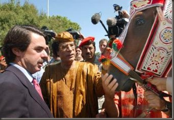 Gadafi_caballo_Jose_Maria_Aznar
