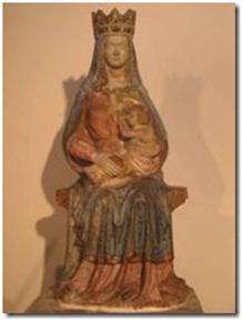 et statue de Notre Dame des Dons (1472). Seules les parties découvertes de la Vierge allaitant Jésus sont en marbre. La tête de Marie, refaite à plusieurs reprises, date de 1967