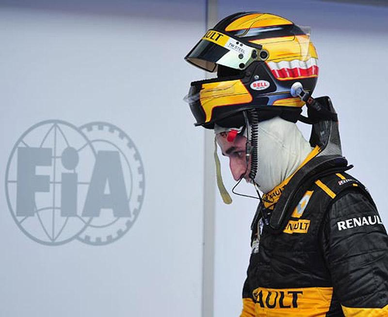 Роберт Кубица и его шлем Renault