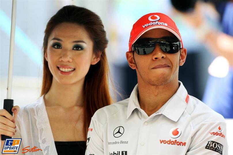 Льюис Хэмилтон с китайской девушкой