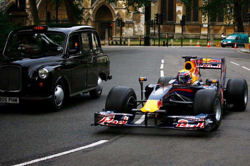 Марк Уэббер на улицах Лондона