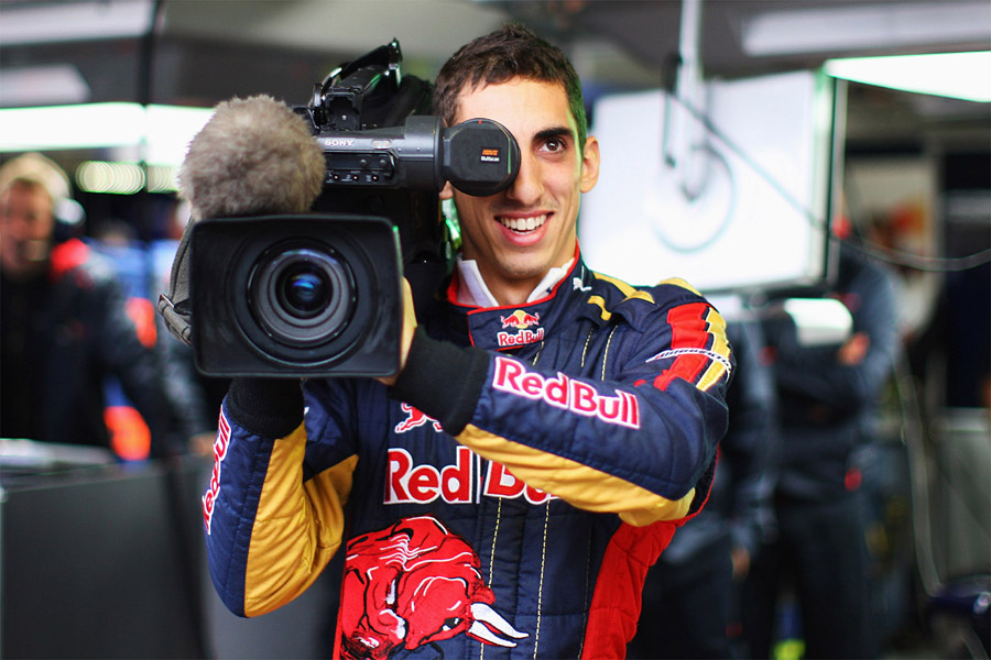 Себастьян Буэми с большой камерой