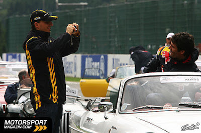 Роберт Кубица и Марк Уэббер на параде пилотов Гран-при Бельгии 2010