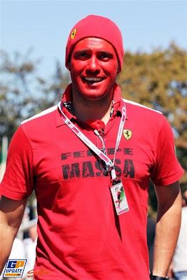 болельщик Фелипе Массы и Ferrari на Гран-при Италии 2010