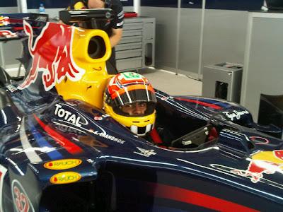 Карун Чандхок в болиде Red Bull инспектирует новую трассу