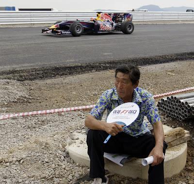 Карун Чандхок на Red Bull инспектирует трассу в Корее