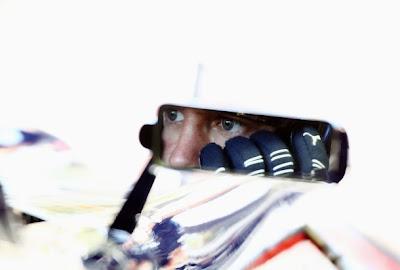 Себастьян Феттель в зеркале Red Bull на Гран-при Италии 2010