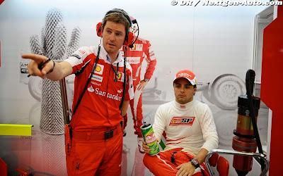 Роб Смедли и Фелипе Масса в боксах на Гран-при Сингапура 2010
