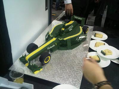 Lotus отмечает год со дня основания команды на новой базе