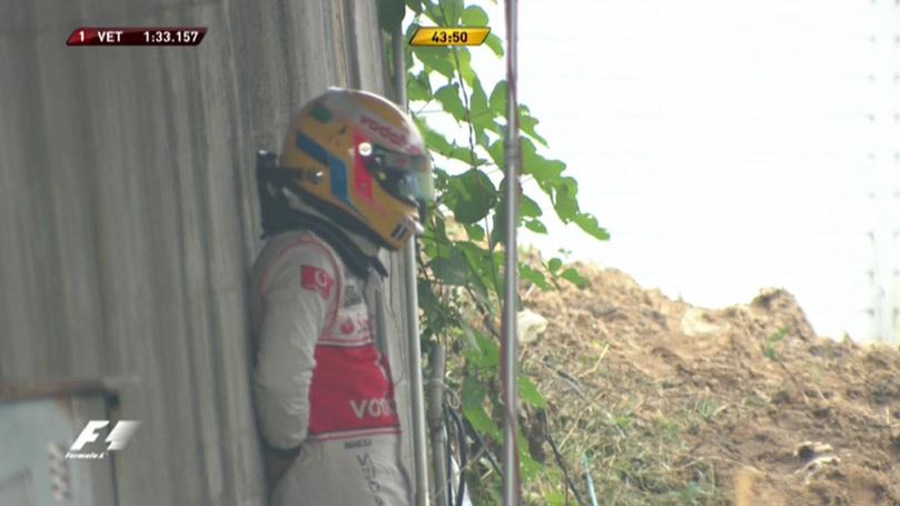Льюис Хэмилтон после вылета во время первой пятничной сессии на Гран-при Японии 2010