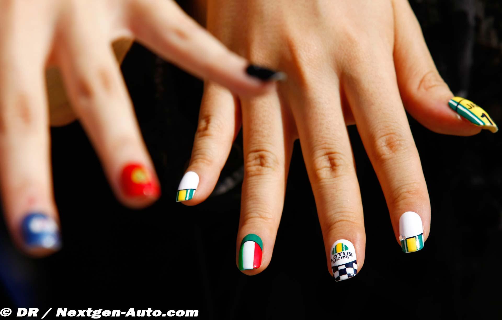 ногти раскрашенные в цвета Lotus на Гран-при Японии 2010