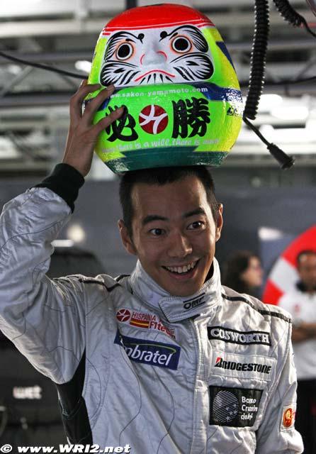 необычный подоарок Сакону Ямамото на Гран-при Японии 2010