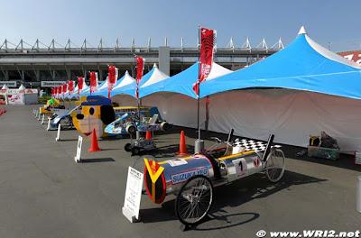 несколько болидов Формулы-1 Гран-при Японии 2010