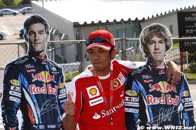 болельщик Ferrari с гонщиками Red Bull