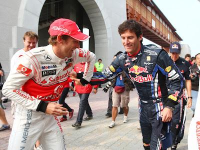 Дженсон Баттон и Марк Уэббер дурачатся на Гран-при Кореи 2010