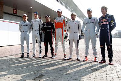 немецкие гонщики ф1 2010 на Гран-при Кореи 2010 вид с боку
