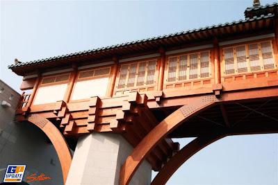 Мост через старт-финишную прямую Гран-при Кореи 2010