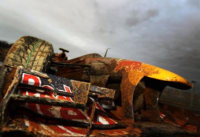 грязнющий Red Bull Марка Уэббера после аварии на Гран-при Кореи 2010