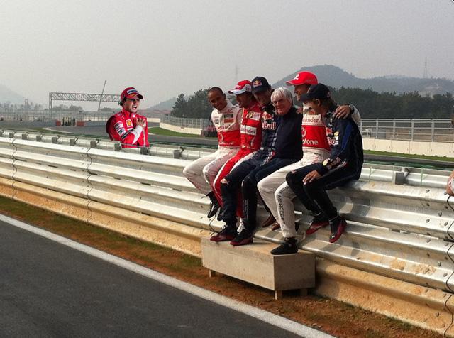 Фелипе Масса посетил фотосессию для претендентов на титул на Гран-при Кореи 2010