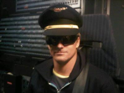 Хейкки Ковалайнен в фуражке авиапилота