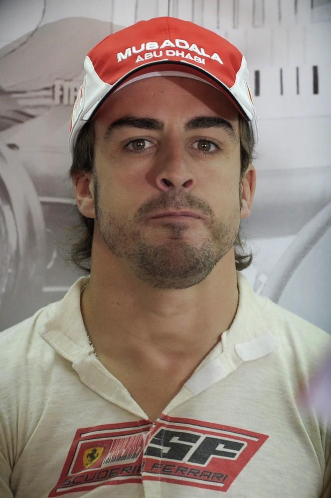 фото Фернандо Алонсо на Гран-при Бразилии 2010